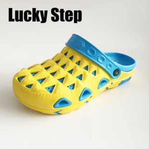High Quality Comfortable and Colorful Full Size Clogs pictures & photos