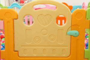 2017 Macarons Color Square Indoor Plasct Baby Fence at Home (HBS17061A) pictures & photos