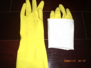 60gram Sprayed Yellow Color Latex Household Gloves pictures & photos