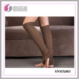 2015 Best Design Winter Leg Warmers Foot Knitting Wool Socks pictures & photos