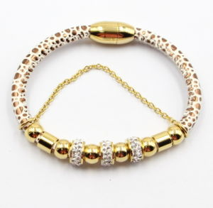 Fashion Magnet Leather Bracelet with Gold Plated Stainless Steel Bead & Zirconia Beads pictures & photos