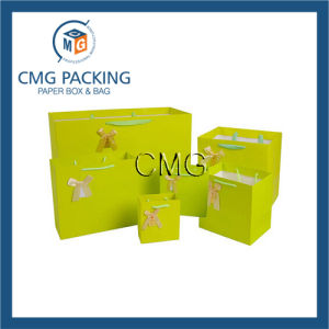 Green Custom Recycled Paper Shopping Bags with Handle (DM-GPBB-059) pictures & photos