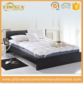 Wholesale Soft White Goose Down Feather Mattress Pad pictures & photos