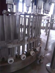 Full Automatic Beverage Filling Machine pictures & photos