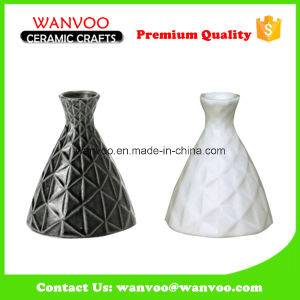 White Black Ceramic and Porcelain Japanese Sake Bottle of Carving Grid Finished pictures & photos
