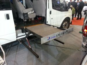 Wheelchair Lift Hydraulic Wheelchair Lift for Benz CE Certificate (WL-UVL-700-S-1090) pictures & photos