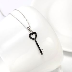 Hot Selling 925 Sterling Silver Heart Key Necklace 2016 Elegant Jewelry Black Cubic Zirconia Pendant Necklace pictures & photos