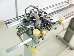 12g Semi-Automatic Flatknitting Machine pictures & photos