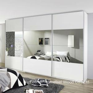 Bedroom Furniture 3 Door Mirrored Sliding Wardrobe Dresser (WB28) pictures & photos