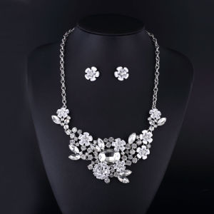 Clear Crystal Rose and Rabbit Sharp Necklace Set for Women pictures & photos