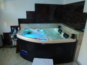 Indoor Classic Acrylic Massage Bathtub Jcs-21 pictures & photos