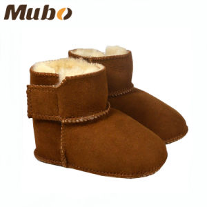 Warm Winter Soft Leather Sheepskin Infant Baby Booties pictures & photos