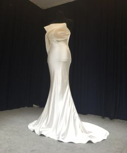 Soft Satin Wedding Dress/Wedding Apparel/Bridal Gown/Bridal Dress pictures & photos
