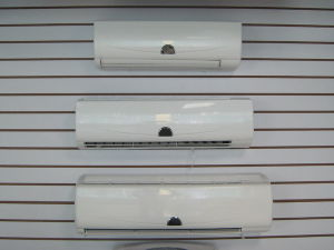 Energy Saving Air Conditioning Wall Split pictures & photos