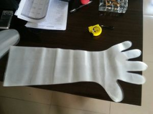High Quality Disposable Long Sleeve LDPE Gloves pictures & photos