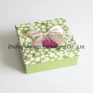 Beauty Cardboard Paper Gift Packaging Box with Fabric Bowknot pictures & photos