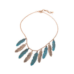 New Cheap Retro Ethnic Feather-Shaped Pendant Female Alloy Short Necklace pictures & photos