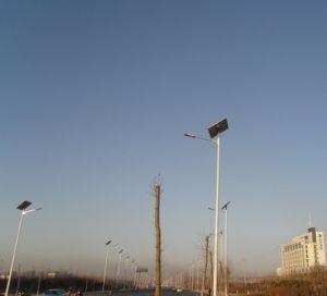 Manufacturer 7m Pole 40W LED Solar Street Light Design pictures & photos