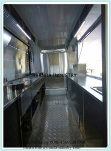 Newest Fast Pizza Oven Shavedbbq Kitchen Catering Enclosed Mobile Trailer pictures & photos