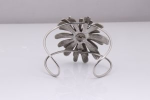 Stainless Steel Flower Bangle Jewelry Bracelet Wholesale for Women pictures & photos