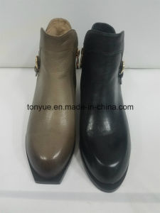 Lady Leather Personality Wind Restoring Ancient Ways Point with Buckle Short Boots pictures & photos