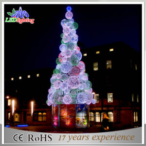 Metal Frame Giant Christmas Tree White Red Ball LED Light Ce/RoHS Outdoor  Lighted Trees