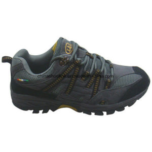 Hot Men′s Leather Hiking Shoes Trekking Shoes pictures & photos
