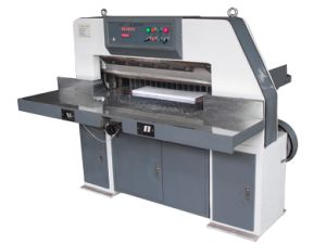 Digital Display Paper Cutting Machine (QZ940) pictures & photos