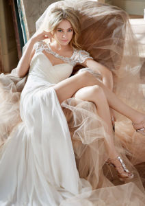 New Style Full Length a-Line Strapless Organza Ruffled White Muslim Wedding Dresses Pictures (LD1008)
