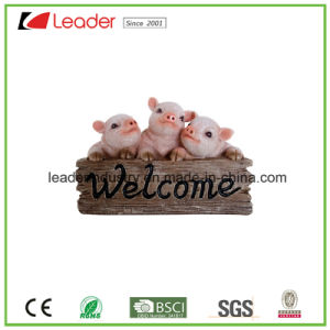 Polyreisn Lovely Wildlike Pig Figurine with Welcome Sign for Garden Ornaments pictures & photos