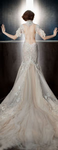 a Fantacy off The Shoulder Angel Sleeves Sweetheart Neckline Full Embellishment Capelet Vintage A Line Wedding Dress with Sweep Train pictures & photos