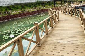 Wood Plastic Composite Landscape Fencing pictures & photos