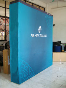 Fabric Exhibition Popup Backdrop Wall Display Stand (PU-11-B) pictures & photos