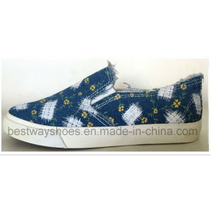 Casual Canvas Vulcanized Shoes with Rubber Outsole pictures & photos