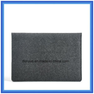 Customized Gift Wool Felt Laptop Briefcase Sleeve, Promotion Envelope Shape Laptop Bag with Buckle Closing (wool content is 70%) pictures & photos