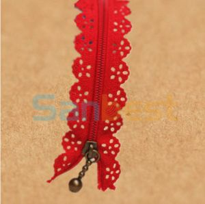 High Quality Red Lace Resin Zippers with Silver Teeth pictures & photos