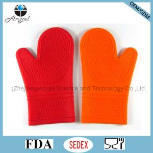 Popular Long Silicone Insulation Glove for BBQ Grill Sg07 pictures & photos