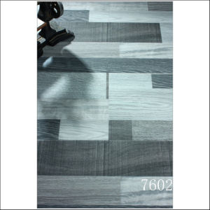 Gray Color Brushed Grain Strips 8.3mm/12.3mm Laminated Wood Flooring pictures & photos