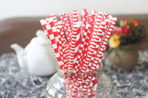 Valentine′s Day Theme Lovely Red Striped Paper Straw for Party pictures & photos