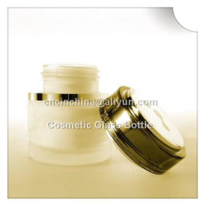 Professional Manufacturer of Glass Bottle pictures & photos