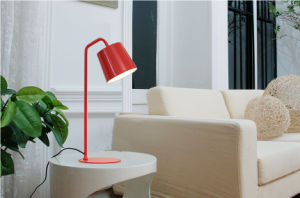 Classical Modern Style Table Lamp / Office Desk Lamp pictures & photos