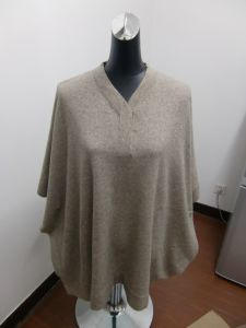 Women′s Henley 100% Cashmere Poncho (LAB83)
