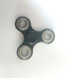 Black Spinner Fidget EDC Focus Toy with High Speed Hybrid Zro2 Ceramic Bearing pictures & photos