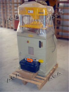 Hydraulic Stone Recycling Machine Cutting/Pressing Granite/Marble Pavers pictures & photos