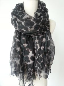 100%Polyester Leopard Print Scarf for Ladies Fashion Accessories Shawls pictures & photos