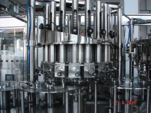Washing, Pulp Filling, Carbonated Filling, Capping 4-in-1 Monobloc/Machine Beverage Machine pictures & photos