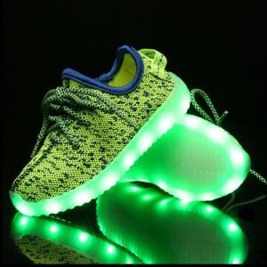 Hot Sell Yeezy Boot 560 Flyknit Mesh LED Shoe High Quality Factory Price Sport Shoes Christmas pictures & photos