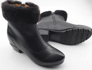 Black Women Boots Flat Boots with Fur Inside pictures & photos