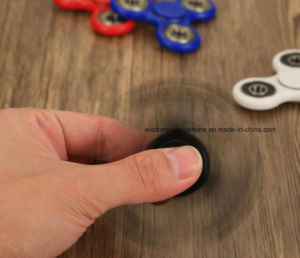Hand Spinner Fingertips Toy Decompression Creative Toy Gyro Fingers Spiral pictures & photos