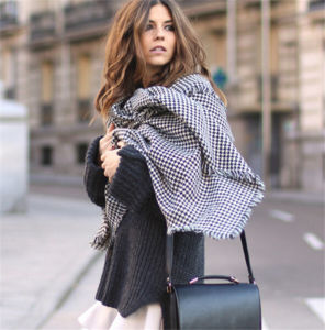 Fashion Classic Style Autumn Winter Plaid Patchwork Tassel High Quality Black White Scarves Shawl pictures & photos